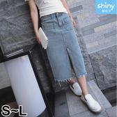 【V2293】shiny藍格子-復古牛仔.高腰雙口袋不修邊開岔中長牛仔裙