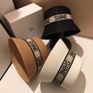 【免運】沙灘帽 字母 水桶帽 度假風草帽 旅遊 平頂式 防曬 時髦遮陽帽 帽子 編織平頂帽