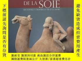 二手書博民逛書店La罕見Route de la soie: Un voyage à travers la Vie et la Mo