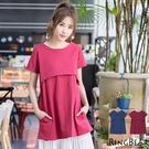 質感洋裝--低調俐落文藝復古感圓領寬鬆高腰雙口袋素面棉麻洋裝(紅.藍XL-5L)-D384眼圈熊中大尺碼