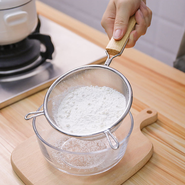 【中】304不鏽鋼木柄篩網 漏勺 瀝水籃 K4808XW 麵粉篩 16x30.5cm