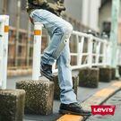 ‧褲腳可以反摺,多樣穿搭 ‧經典排釦設計,重塑復古經典 ‧刷白仿舊效果,彰顯個性