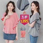 【五折價$395】糖罐子荷葉袖滾邊直條雪紡衫→預購【E49863】