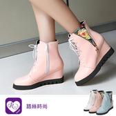 歐美英倫率性十字吊飾拼接造型綁帶楔型短靴/3色/35-43碼 (RX1039-A01) iRurus 路絲時尚