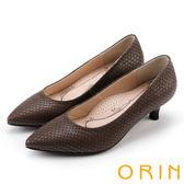 ORIN 典雅輕熟OL 壓紋牛皮素面百搭尖頭跟鞋-可可