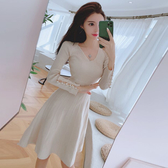 洋裝  秋季小香風氣質復古V領針織裙顯瘦針織收腰A字大擺連衣裙