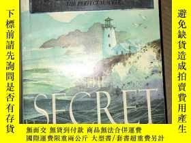 二手書博民逛書店F44罕見The Secret Hour 英文原版Y16651