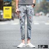 『潮段班』【HJ000A59】春季新款牛仔破洞刷破修身休閒多口袋拼布造型反摺九分淺色長褲