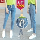 【五折價$399】糖罐子車線造型口袋抽繩縮腰單寧長褲→藍 預購(S-L)【KK7338】