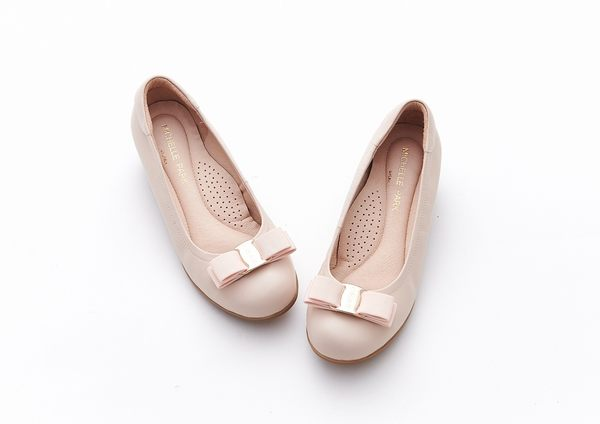 MICHELLE PARK 典雅簡約飾釦柔軟羊皮舒適楔型厚底娃娃鞋-膚色
