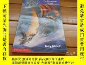 二手書博民逛書店The罕見Mysterious Island 神祕的島嶼Y204