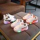 兒童男鞋 2021新款兒童LED亮燈女童運動鞋男童發光透氣板鞋休閒跑步鞋【快速出貨八折搶購】