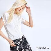 MOMA V型繡花蕾絲上衣