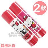 〔小禮堂〕Hello Kitty 口紅膠《2款.隨機出貨.紅/桃紅.點點/格紋.坐姿/拿蠟筆》 4713791-96326