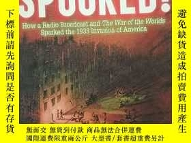 二手書博民逛書店Spooked!:罕見How a Radio Broadcast