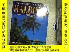 二手書博民逛書店THE罕見WONDERFUL WORLD OF THE MALDIVES ENGLISH EDITION馬爾代夫精