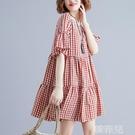 亞麻洋裝 夏季新款后背V領系帶喇叭袖娃娃裙女大碼寬鬆遮肚顯瘦格子連身裙 韓菲兒