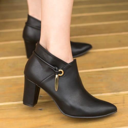 短靴.MIT氣質優雅金屬綴飾尖頭粗跟短靴.白鳥麗子