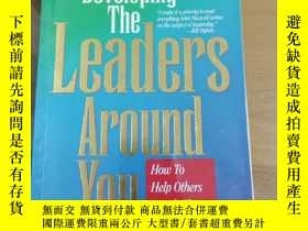 二手書博民逛書店developing罕見the leaders around you how to help others rea