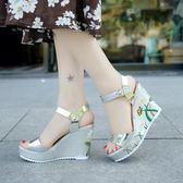 坡跟凉鞋 女涼鞋女夏季新款韓版時尚超高跟女鞋松糕露趾一字扣涼靴 IV1563(衣好月圓)