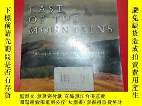 二手書博民逛書店East罕見of the Mountains(英文原版)Y197