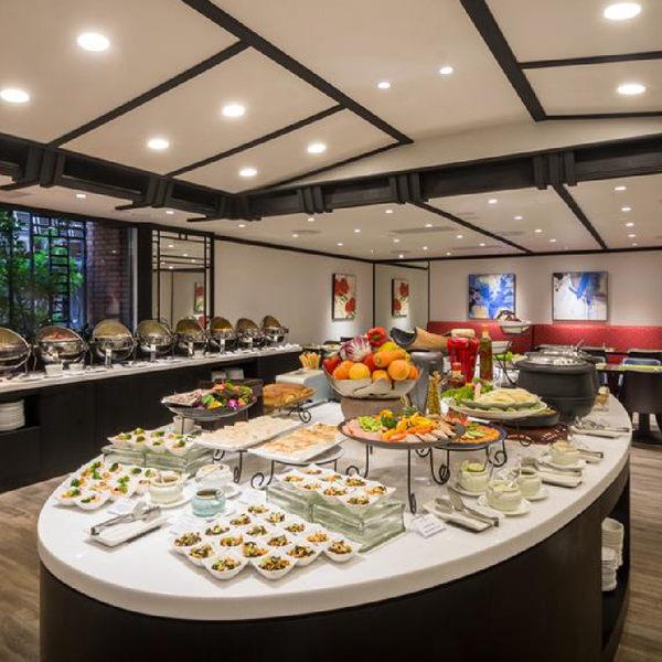 台北馥敦飯店南京館日安西餐廳自助式午或晚餐券(假日+100)