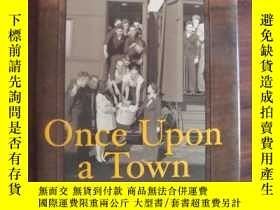 二手書博民逛書店Once罕見Upon a Town 布面精裝+書衣Y85718