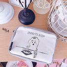 《花花創意会社》外流。塗鴨女孩灰白撞色化粧包【H6120】