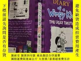 二手書博民逛書店diary罕見of a wimpy kid the ugly truth 一個懦弱的孩子的日記醜陋的真相...,奇
