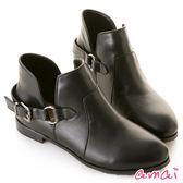 amai側V鏤空圓環皮帶微寬筒短靴 黑