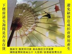 二手書博民逛書店Strike罕見the Wok: New Chinese Canadian Anthology 敲起鍋來: 新版加
