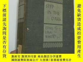 二手書博民逛書店STEP罕見IN THE DARK A Novel by ETH