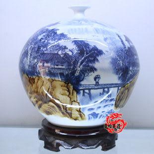 青花山水石榴瓶