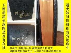 二手書博民逛書店PRONOUNCING罕見PARALLEL BIBLE 全皮裝幀