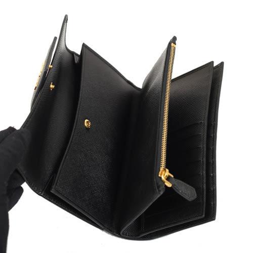 PRADA SAFFIANO Metal 浮雕金屬LOGO防刮皮革多卡雙釦式中型長夾(黑色)