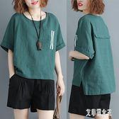 夏裝新款寬鬆大碼女裝胖MM半袖上衣文藝白條開叉棉麻T恤衫 yu6348【艾菲爾女王】