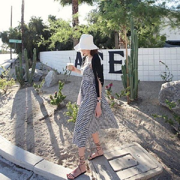 梨卡★現貨- 度假風後綁帶格紋甜美顯瘦中長版細肩帶挖洞露背沙灘裙長洋裝長裙洋裝連身裙C6178