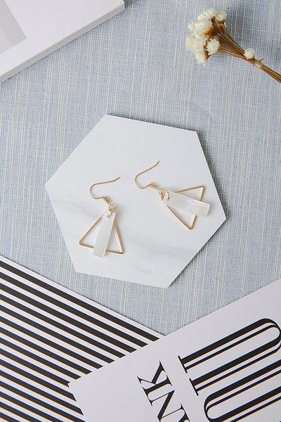 Qmigirl 歐美簡約風格鏤空幾何三角圓形透明貝殼耳環【QG2205】