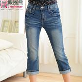 七分褲--夏日街頭潮流-清爽藍刷色貓鬚痕反折七分牛仔褲(M-7L)-S37眼圈熊中大尺碼