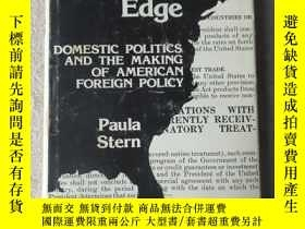 二手書博民逛書店Water s罕見Edge: Domestic Politics