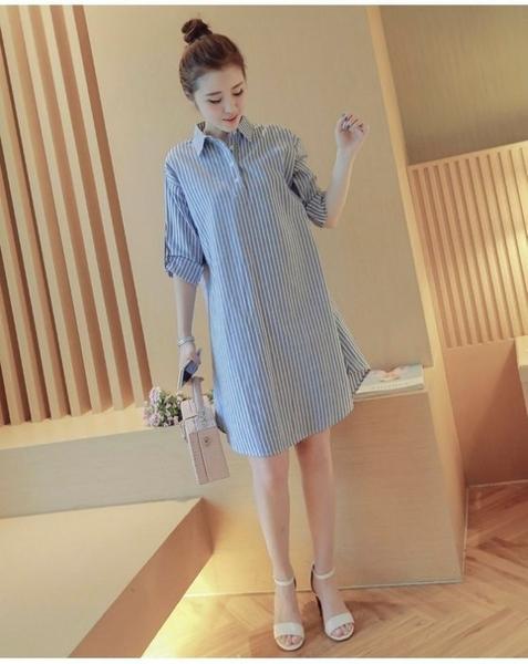 漂亮小媽咪 襯衫洋裝 【D9923】 條紋 可反摺袖 長袖 棉麻 襯衫 孕婦裝 孕婦洋裝 開扣 長版襯衫