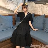 中尺碼洋裝 2021夏季過膝寬鬆v領小黑裙女韓版學生大碼胖mm遮肚子顯瘦連身裙  suger