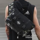 後背包 迷彩斜背包潮牌男士運動包休閒書包騎行後背包IPAD包 果果輕時尚