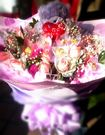 (YF-67)情意花坊~祝賀/婚禮用/求婚花束21朵浪漫金莎玫瑰花束搭配紫愛妳一隻1800元
