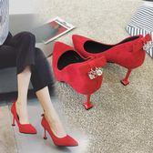 新娘鞋高跟鞋女黑色細跟尖頭紅色淺口絨面水?方扣單鞋婚鞋女 【販衣小築】