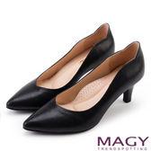 MAGY 簡約OL通勤款 大女人素雅牛皮尖頭高跟鞋-黑色