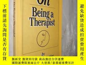 二手書博民逛書店On罕見Being a Therapist by Jeffrey