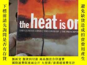 二手書博民逛書店The罕見Heat Is On: The Climate Cri