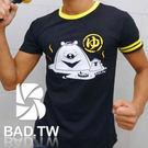 奢華壞男《溫泉熊限量款 - 超舒適彈性合身剪裁T恤 (黑底黃領) 》【M / L / XL / 2L / 3L】