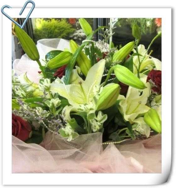 (YO-01))情意花坊超級商城永和花店~香水百合+玫瑰花束精緻紗網包裝特惠價2200元~